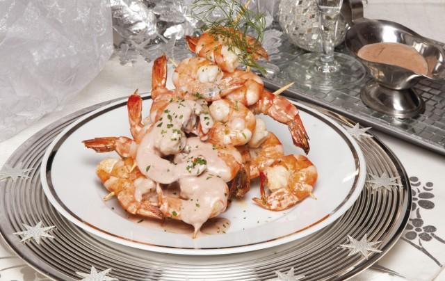 Espetadas de camarão com creme moscatel