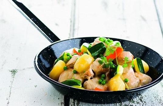 Blanquete de peru com legumes