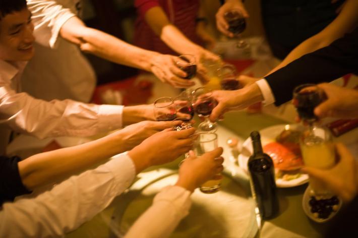 As origens pagas de brindar com vinho 6