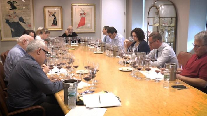 Provando vinhos para a Wine Spectator