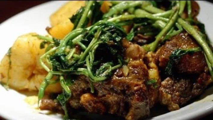 costeleta de novilho com batata e agrião