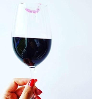 """O vinho em pleno confinamento By """"The Lady and Red"""""""