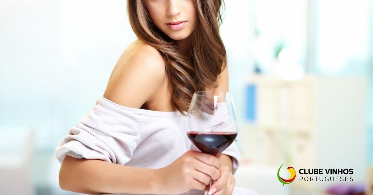 Como beber vinho e praticar Hula Hoop ao mesmo tempo?