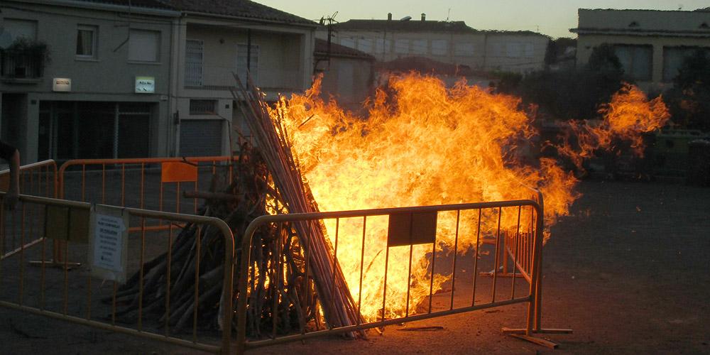 Portada de la Flama del Canigó i encesa de la foguera de la revetlla de Sant Joan 4 - Dijous, 23 de juny de 2016
