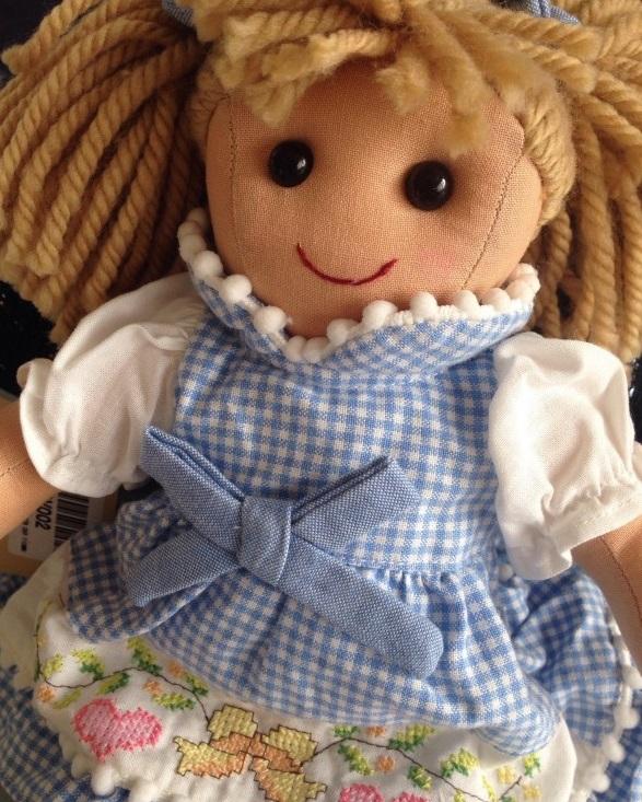Le visioni di Laura 5 - La bambola di pezza di Gordiano Lupi