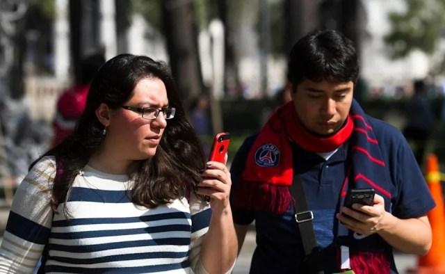 Juez desecha más de 50 demandas de amparo por padrón de celulares