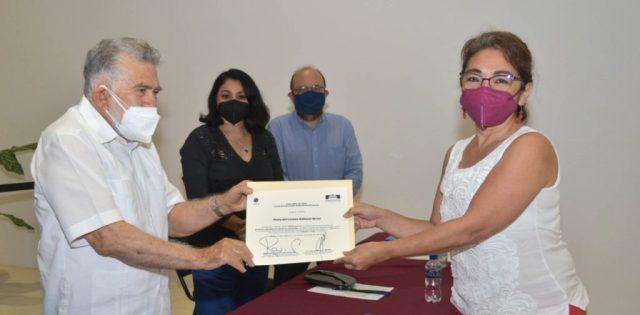 Entrega Poder Judicial certificación y refrendo a mediadores privados