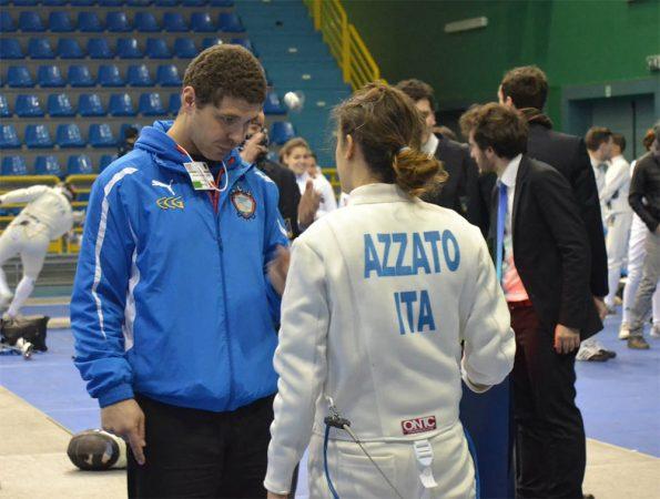 Sofia Azzato ascolta i consigli dell'istruttore Perri