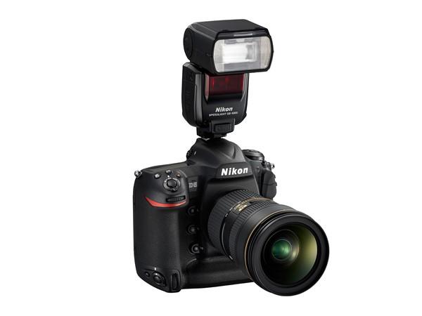 Nikon SB-5000 montat pe Nikon D5