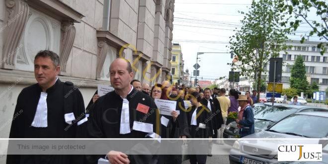 protest avocati baroul cluj robe0578