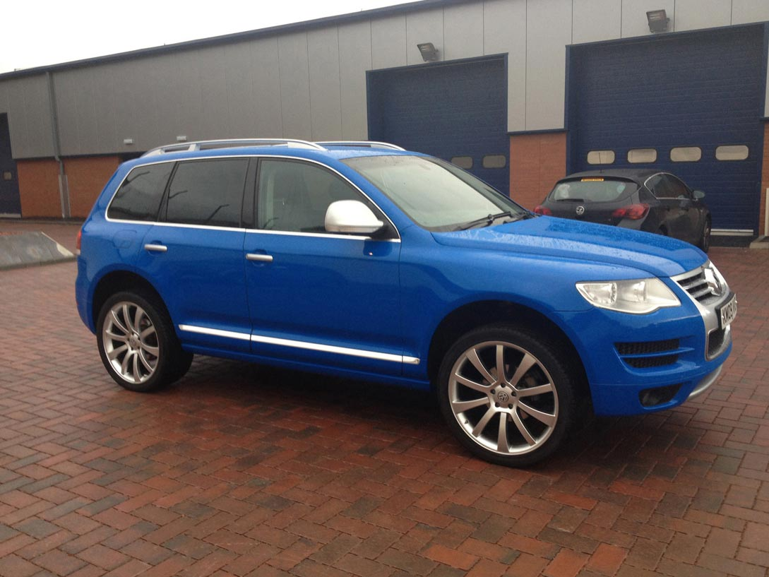 VW Tuareg V10 TDi in Gloss Blue with Satin Silver highlights