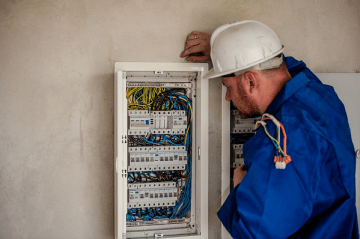 Saving Money Whenever You Work With an Electrician