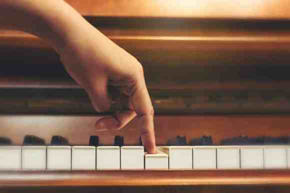 5 Methods of Learning Piano for Beginners - CMUSE