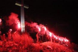 101634_foto_video_na_humu_zapaljeno_25_baklji_u_spomen_na_vukovarsku_tragediju_7_475_316_85_s_c1
