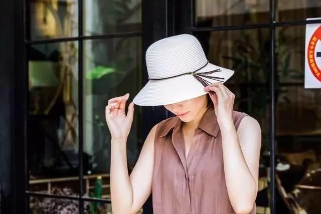 Lady hat CNCAPS