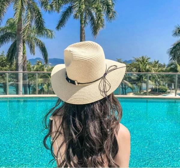 sun straw hat lady