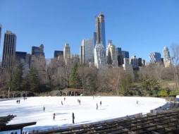 Prêt(e) pour un tour de piste sur la patinoire de Central Park