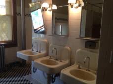 Lavabos utilisés par les immigrants, sur Ellis Island