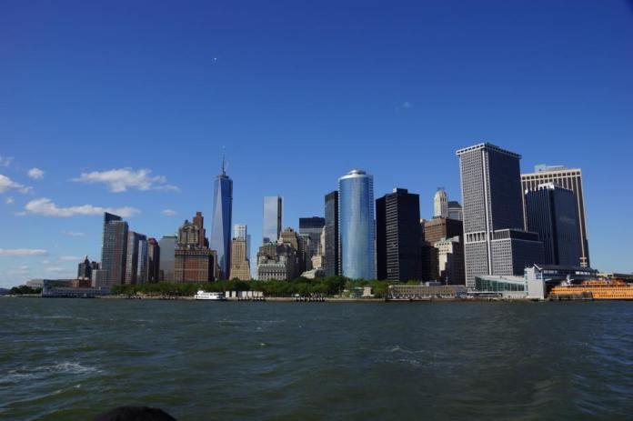 Vue sur Manhattan depuis les flots