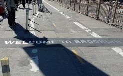 Frontière entre Manhattan et Brooklyn, sur le pont de Brooklyn