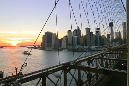 Coucher de soleil sur le pont de Brooklyn et le Financial District