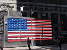 Un drapeau américain sur Times Square ? C'est celui du local de recrutement de l'armée américaine