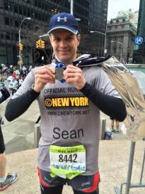 La ligne d'arrivée passée, Sean reçoit sa médaille ! Congratulations ! (Photo Nathalie)