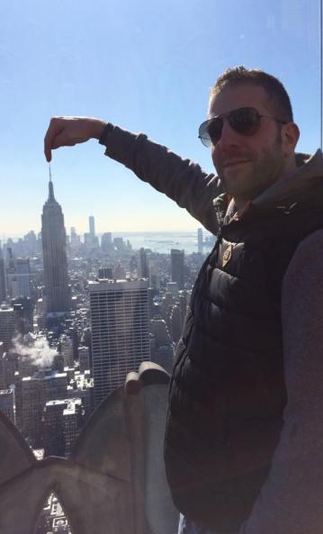 Yannik Miaw chatouille l'Empire State building !