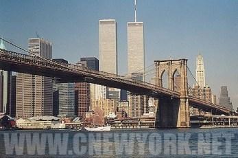 1999 : le World Trade Center surplombe le pont de Brooklyn. (Photo Didier Forray)