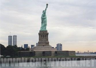 1999 : Miss Liberty et les tours jumelles. (Photo Didier Forray)