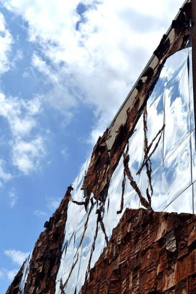 Reflet sur les buildings. (Photo Jé Rome)