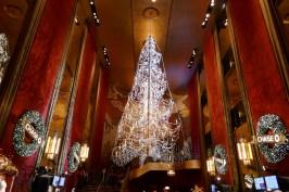 Hall du Radio City Musical Hall avec son lustre majestueux.