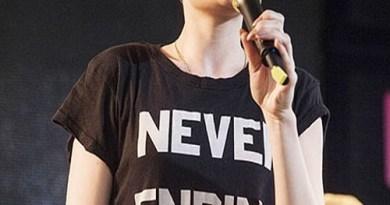 Jessie-J-in-T-shirt-012