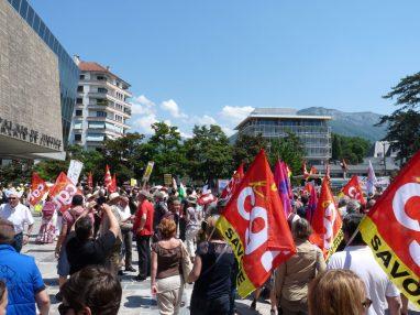 Manifestation Annecy soutien à l'inspectrice du travail Laura Pfeiffer face à Tefal
