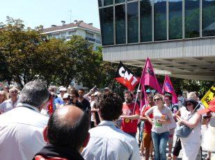 Manifestation à Annecy soutien à l'inspectrice du travail Laura Pfeiffer face à Tefal devant le tribunal d'Annecy