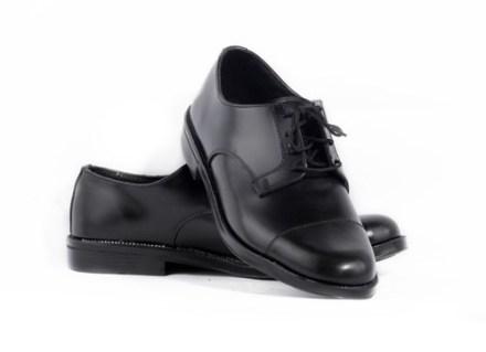http://articulo.mercadolibre.com.ar/MLA-604744675-calzado-masculino-de-vestir-cuero-legitimo-_JM
