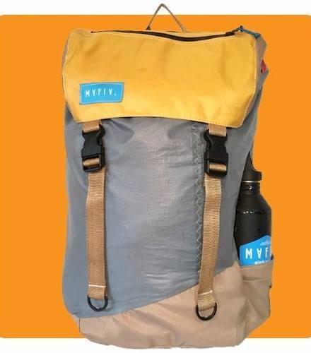 http://articulo.mercadolibre.com.ar/MLA-613161402-mafia-bags-mochila-bolso-discover-pack-tela-velas-de-kite-_JM