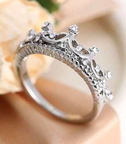 http://articulo.mercadolibre.com.ar/MLA-624468612-anillo-corona-de-princesa-cristales-austriacos-rodinado-18mm-_JM
