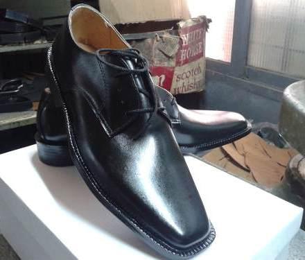 http://articulo.mercadolibre.com.ar/MLA-607092567-calzado-de-hombre-de-cuero-forrado-en-badanavarios-modelos-_JM