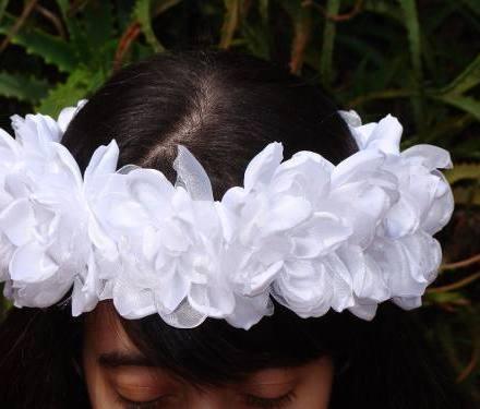 http://articulo.mercadolibre.com.ar/MLA-614000186-exclusivas-coronas-de-flores-diseno-a-tu-gusto-vinchas-_JM