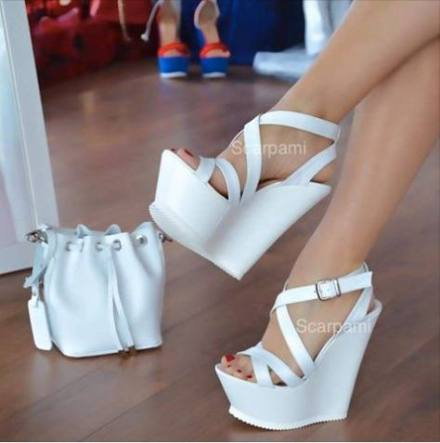 http://articulo.mercadolibre.com.ar/MLA-635217341-sandalias-plataformas-super-liviana-usa-lady-gaga-_JM