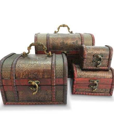 http://articulo.mercadolibre.com.ar/MLA-617289354-set-x-4-cofres-madera-alhajero-porta-cosmeticos-maquillaje-_JM