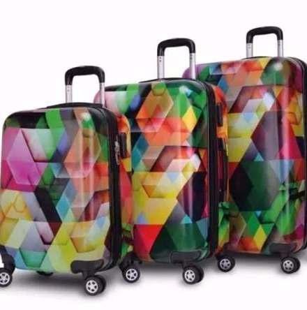 http://articulo.mercadolibre.com.ar/MLA-625096187-valija-rigida-estampada-chica-20-travel-ruedas-360-envios--_JM