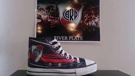 http://articulo.mercadolibre.com.ar/MLA-615738116-zapatillas-de-river-plate-botitas-tipo-allstar-artesanales-_JM