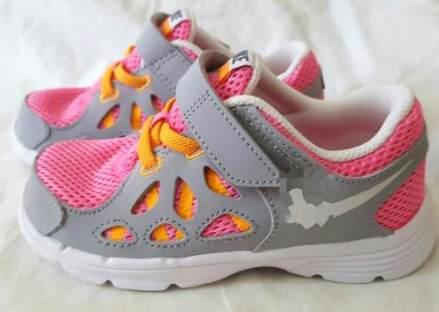 http://articulo.mercadolibre.com.ar/MLA-623417477-zapatillas-originales-de-nina-talle-26-importadas-nueva-_JM