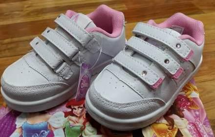 http://articulo.mercadolibre.com.ar/MLA-617144215-zapatillas-princesas-disney-escolar-originales-_JM