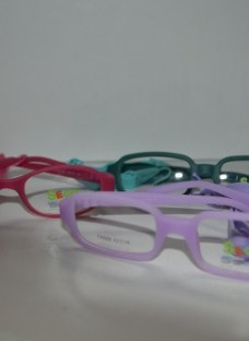 http://articulo.mercadolibre.com.ar/MLA-614461525-anteojos-tipo-miraflex-para-ninos-material-siliconado-suizo-_JM