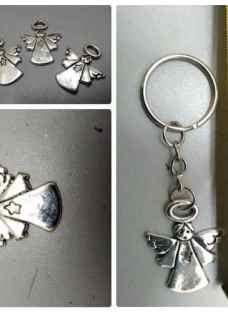 http://articulo.mercadolibre.com.ar/MLA-632741330-dije-angelitos-metal-bautismo-comunion-souvenirs-pack-x20u-_JM