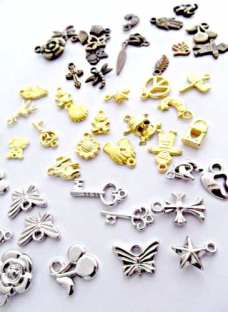 http://articulo.mercadolibre.com.ar/MLA-617863716-dijes-surtidos-pack-x-200-unidades-dijes-15-o-armar-bijou-_JM