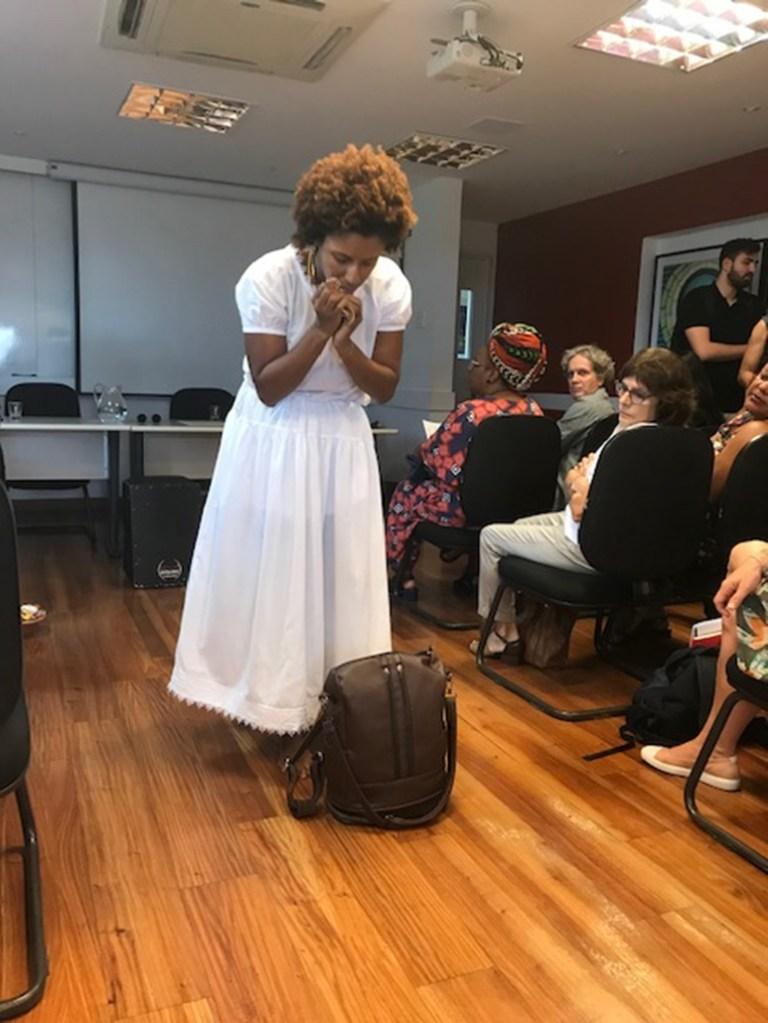 Rachel Barros performs 'Encruzilhada Feminina' (Women's Crossroads)